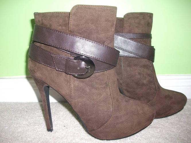 Size 8 high heel shoes for sale