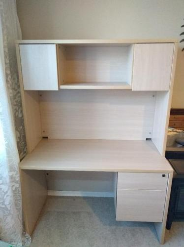 Sleek desk with hutch, office-quality