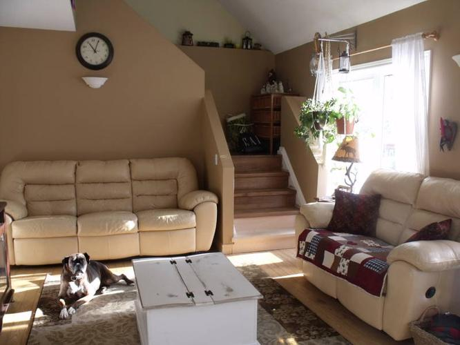 *******SOLD ********Beautiful Leather *Reclining* Sofa and