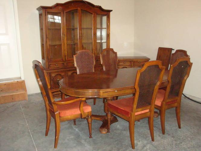Solid Oak Sklar Peppler Dining Room Set For Sale In