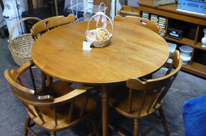 Magnificent Solid Wood Table And 4 Chairs Kitchen Maple For Sale In Barrie 700 X 464