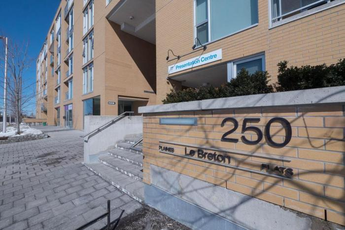 Stunning 2Bed , 2Bath condo at Le Breton Flats for rent