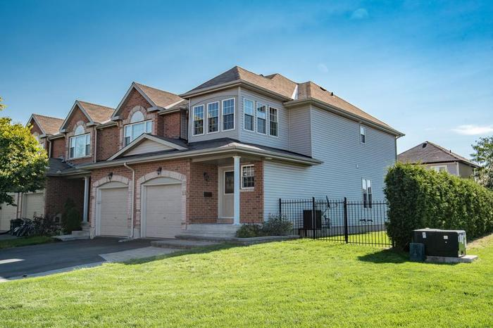Stunning End-Unit Townhome FOR SALE in Orleans