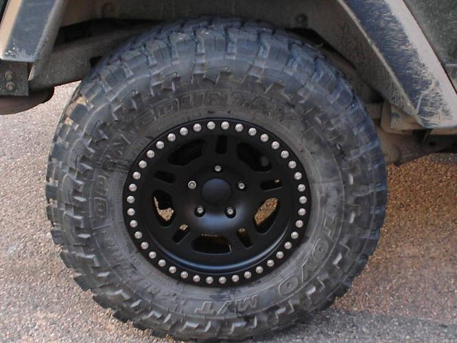 toyo 33 inch mud tires and procomp 16 inch rims for sale in mallorytown ontario ads in ontraio. Black Bedroom Furniture Sets. Home Design Ideas