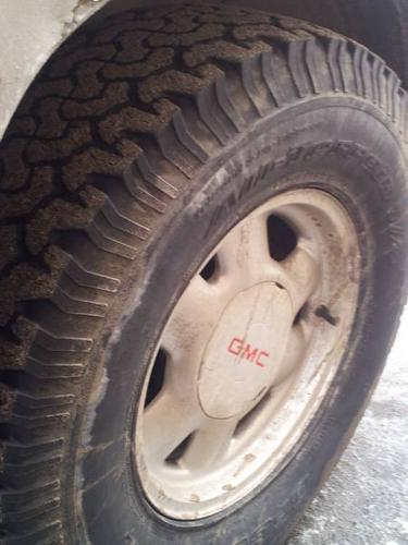 TRADE MY CHROME STOCK GMC SIERRA RIMS AND 265/75/16 TIRES