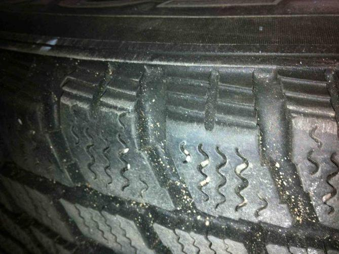 Winter Tires - Toyo Observe G-02 205/70/r15 on Rims