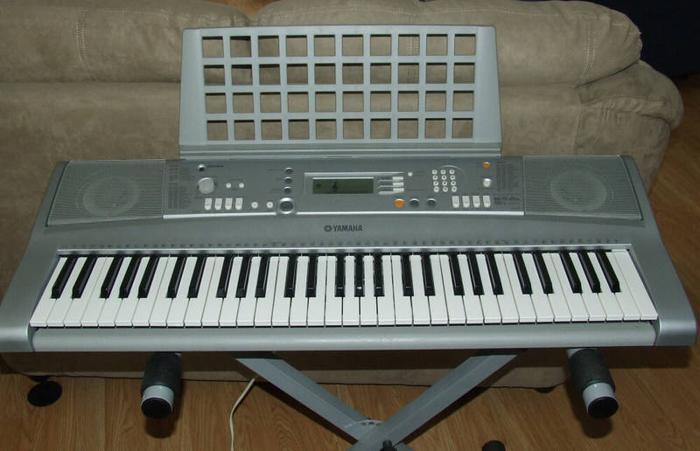 Yamaha PSR-E303/YPT-300 Portatone Keyboard