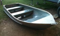12 foot aluminum boat $1000