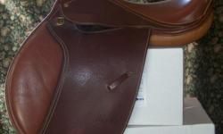 Lightly used. Brown, straighter flap. Fits wider quarterhorses, warmbloods and haflingers. Barely used. $400 or best offer