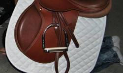 """17.5"""" Val du Bois Close Contact Saddle $400 AMAZING Condition BASIC NEW The stirrup irons and bridle are """"NOT Included"""" just saddle and stirrup leathers.**$400 Firm** (pictures where taken decemeber 20th)"""