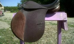 This saddle fits our wider quarter horses quite well. It's comfortable and in great condition other than a small cut on the cantle, as can be seen in the picture. Good starter saddle for those who want to try english out and see whether they like it.