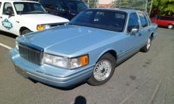 Make Lincoln Colour Crystal Blue Frost Metallic Trans Automatic kms 141915 1992 Lincoln Town Car Signature Series 4.6L V8, automatic transmission, power steering, power brakes, A/C, power windows, power seat, power locks with keypad entry, immobilizer and
