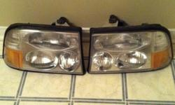 Up for sale is a set of gmc envoy headlights. With retrofit 9006 HID kit. Will fit 1998 1999 and 2000 year models. Will fit either envoy, Sonoma,and jimmy with the same headlight design. Also have the daytime running light harness for an extra $50. Great