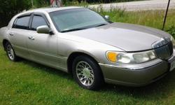 Make Lincoln Model Town Car Colour grey Trans Automatic kms 280000 selling as is - needs battery-heater motor-window motor-body work