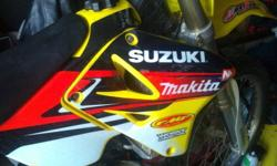 hey i have here a 2001 suzuki rm125 the bike has been completley rebuild top to bottom. full tranny rebuild with some of the old parts to prove it. new crank and rod, new wiseco piston all new sleals and bearings..runs like a brand new bike..only put