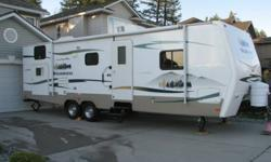 GREAT LAYOUT FOR KIDS, JACK AND JILL BUNKS IN BACK, QUEEN WALK AROUND BED IN FRONT WITH SEPARATE BEDROOM, LOTS OF STORAGE SPACE, LARGE SLIDEOUT. FLATSCREEN TV, AIR COND, CHROME WHEELS. PRIVATE SALE. DOES NOT HAVE OPTIONAL DOOR BESIDE SLIDEOUT OR CAPTAIN