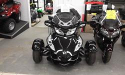 998cc, V TWIN ENGINE, 5 SPEED SEMI AUTOMATIC WITH REVERSE, CRUISE CONTROL, AUDIO SYSTEM WITH 4 SPEAKERS, ELECTRIC WINDSHIELD, ADJ AIR SUSPENSION, STABILITY & TRACTION CONTROL SYSTEM, ABS, FOG LIGHTS, FRONT CARGO LINER, HEATED GRIPS FOR RIDER AND PASSANGER