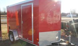 """RED EXTERIOR COLOUR, REAR RAMP DOOR, SIDE ENTRY DOOR, FRONT STONEGUARD, 14"""" X 14"""" NON POWERED ROOF VENT, 2 X 12V INTERIOR DOME LIGHTS, 12V SURFACE MOUNT WALL SWITCH, 4 X SQUARE D-RINGS   www.1000islandsrv.com"""