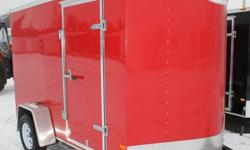 RED EXTERIOR COLOUR, REAR RAMP DOOR, SIDE ENTRY DOOR, FRONT STONEGUARD, 4 X SQUARE D-RINGS, 2V INTERIOR DOME LIGHT, GVWR 2980 LBS, DRY WEIGHT 1195 LBS   www.1000islandsrv.com