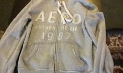 LG Aero sweater, great condition