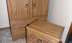"""2 bedroom dressers with lamp --2 commodes de chambre avec lampe 1 dresser 18"""" by 32"""" and 46"""" h 1 dresser 14"""" by 22"""" and 22"""" h in very good coodition--en parfait état"""