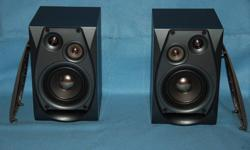Two Yamaha booksheft speakers model NX-GX70 for sale with 2 speaker cable 7 foot each. Speaker are fully working. Can meet in Ottawa Call: 819-669-9232