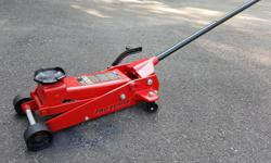 TORIN 3.5 TON QUICK LIFT FLOOR JACK - Exclusive quick-lift pedal for speedy lifting - Safety overload system prevents use beyond rated capacity - Heavy gauge steel frame - Heavy duty swivel rear casters - Universal joint release - Round cast steel saddle