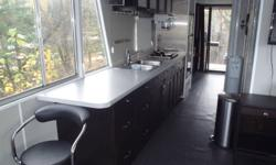 40 Foot Grandeur Houseboat, Rare boat slip at Bare Point Marina on Lake of The Woods. 2004 Mercury 115 4 stroke outboard and new controles. New Kitchen, Bathroom. The interior is all new in 2010. This also includes a  trailor. No reasonable offer will be