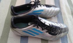Beautiful soccer shoes, in very good condition. Size 9.5 but more like 9.