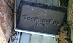 Alluminum ladder rack brand techno pro 9000 in perfect condition. NEGOCIABLE! Rack pour echelle en alluminium de marque techno pro 9000 en parfaite condition.