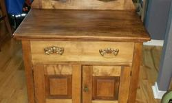 beautiful wash stand , in great shape and has no smell. Asking 225$ firm and will give you a antique bowl and pitcher