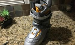 Hardly used Women's SALOMON Advanced Fit Technology Ski Boots. Extremely comfortable. Size 91/2 US; UK Size 8; Women's 42. Paid over $500. SELL $250
