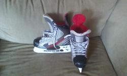 Bauer Vapor X4.0 Hockey Skates, Size 8. Boots in great shape a lots of blades left.