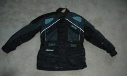 This jacket is in an excellent conditon. It's made of breathable nylon, comes with front and rear zippered vents, a lot of pockets and padding, black and gray, reflective, Reissa power skin. This jacket is good all year round as it comes with a very warm