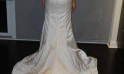 Never used Vera Wang wedding dress, with Vera Wang veil and optional hand-beaded Swarovski belt ($2,500 without the belt).  You can wear the dress with or without the belt.   Wedding was cancelled.  This dress must go.   Original price $5,000 for the