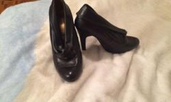Size 9 black heels only worn a couple times asking $20