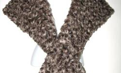 Brand New Ladies? X-Over Faux Fur Cape ~ Brand New ~ Main Colour: Curly Brown Leopard ~ Lining: Satin (Dusty Rose) ~ Faux Fur: 100% Acrylic ~ Ladies One Size Up for sale is a truly beautiful crossover cape in curly brown leopard faux fur. Simply insert