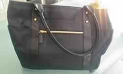 Never used, brand new. Has 2 big pockets on each side. The interior is very practical with different dividers.