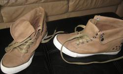 BRAND NEW shoes Size: 8 Color: brownish/olive can be folded Bought but was never worn!! Great gift!!! Can meet in west end of Ottawa (Kanata) or pickup in Constance Bay