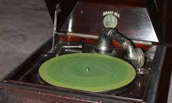 BRANT-OLA RECORD PLAYER 1914 ERA IN GOOD CONDITION AND WORKS CALL AFTER 6PM 705 575-3009 ASKING $300.00 OR BEST OFFER