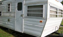 17' glendette trailer New 6 ply tires,new fridge, new microwave,new air conditioner , gas stove with oven,smoke alarm,exhaust fan, washroom-toilet, sink, holding tanks,sleeps 6, solid roof, tows easily with 6 cly suv.   or trades   1200 or trades