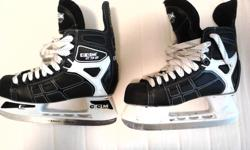 Great pair of gently used hockey skates. In great condition, only used for public skating a handful of times. (Spilt hot chocolate on the laces to prove it!). Stop paying for poor-fitting rentals and make me an offer. Skate size 6 US size 7.5 Width E
