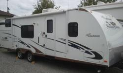 Through state-of-the-art construction using extremely durable, yet lightweight materials, the Freedom Express trailer can be easily towed by today?s lighter duty vehicles. EXTERIOR PACKAGE: Outdoor grill station 6 gal. gas/elec. DSI water heater Tinted