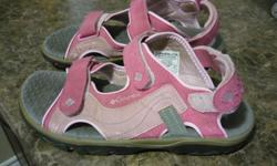 Columbia Youth Sandals - Size 5 Still in Good condition. Located in Barrhaven