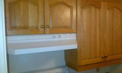 This beautiful set of oak cabinets is only 3 yrs old and in excellent condition. Great care was taken upon removal of this set from the kitchen walls seen on the attached pictures. The complete set is available for immediate pick up. Counter top length