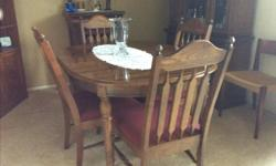 Dinning room table with leaf and 4 chairs 100.00 or best offer