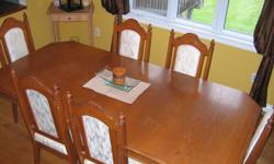 9 Piece Dining Room Set. Table, 6 chairs, Hutch & Buffet. good condition.