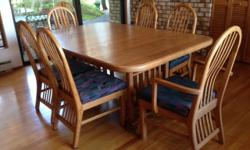 solid oak dinning table with 8 matching chairs and hutch. custom made soild oak dinning set, in great shape. two extra leafs for the table.