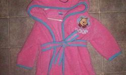 Girls Winnie the Pooh bathrobe- good condition