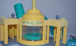 Ramone's House of Body Art Set with 6 colour change cars. They change colour with warm or cold water.